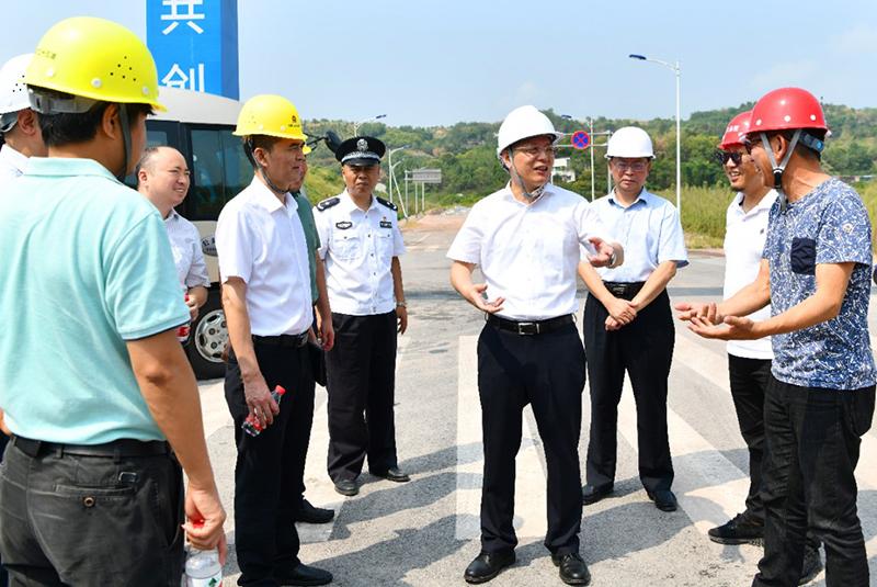 綦江区区长姜天波一行调研天下载官方明升m88大健康产业园